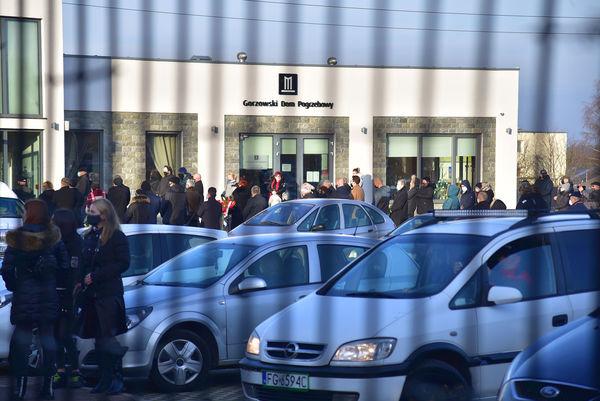24xi2020 - coraz wiecej ludzi na cmentarzu, zdjęcie 1/16