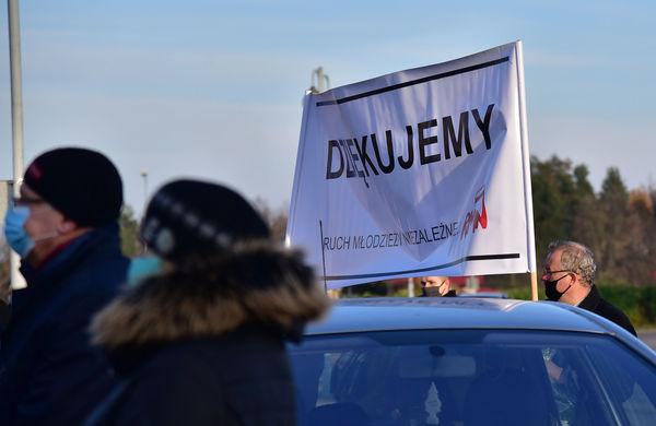 24xi2020 - coraz wiecej ludzi na cmentarzu, zdjęcie 4/16