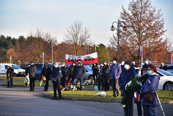 24xi2020 - coraz wiecej ludzi na cmentarzu, zdjęcie 5/16