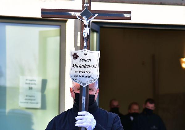 24xi2020 - coraz wiecej ludzi na cmentarzu, zdjęcie 6/16