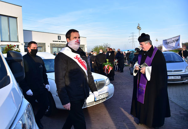 24xi2020 - coraz wiecej ludzi na cmentarzu, zdjęcie 9/16