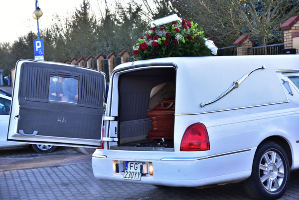 24xi2020 - coraz wiecej ludzi na cmentarzu, zdjęcie 11/16