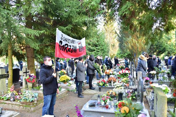 24xi2020 - coraz wiecej ludzi na cmentarzu, zdjęcie 14/16