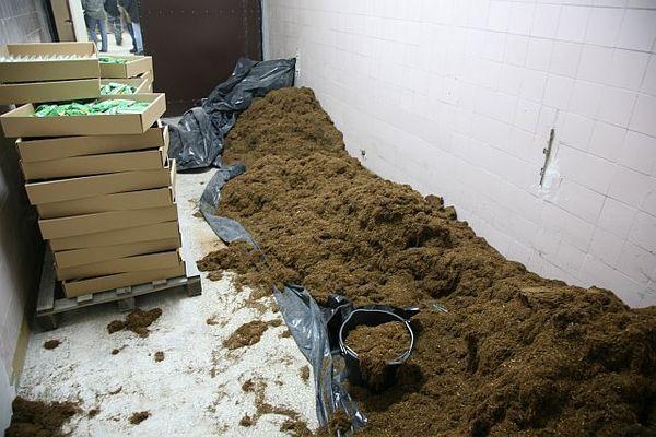 wyprodukowali 5 ton tytoniu  nielegalnie, zdjęcie 2/9