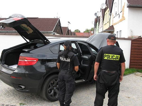 policjanci odzyskali luksusowe bmw, zdjęcie 1/7
