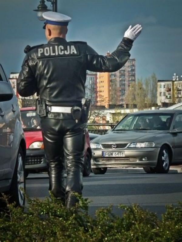 policjant pracownik przyjaciel  w obiektywie, zdjęcie 2/6