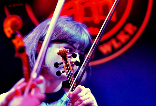 filharmonicy w jazz clubie pomysl trafiony, zdjęcie 2/3