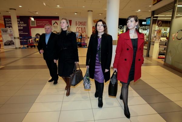 dwie godziny prezydent wozil trzy kobiety, zdjęcie 2/2