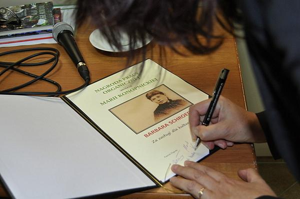 barbara schroeder  kobieta pracy organicznej, zdjęcie 1/4