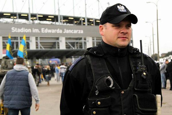 policja po wygranym meczu stali z falubazem  dwie, zdjęcie 2/30