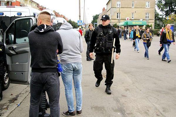 policja po wygranym meczu stali z falubazem  dwie, zdjęcie 4/30