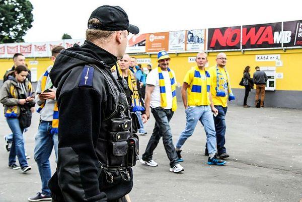 policja po wygranym meczu stali z falubazem  dwie, zdjęcie 5/30