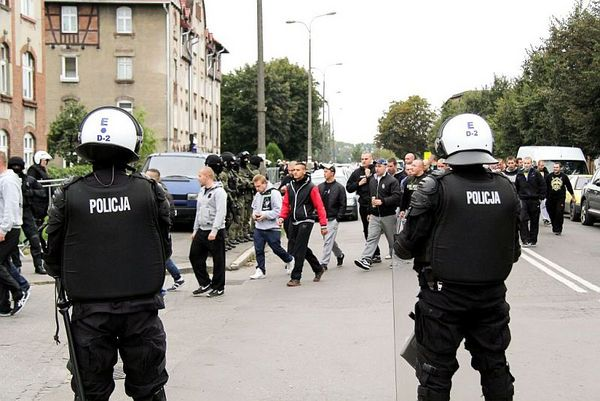 policja po wygranym meczu stali z falubazem  dwie, zdjęcie 6/30