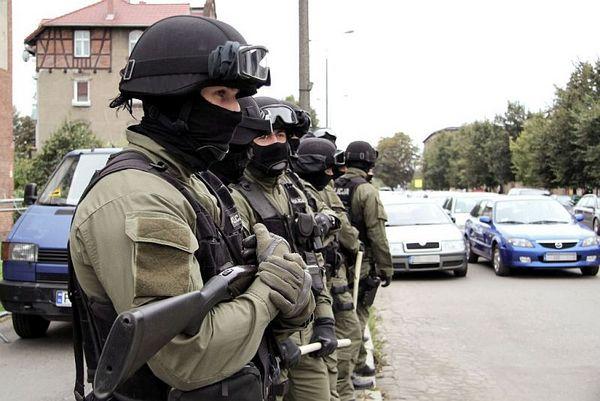 policja po wygranym meczu stali z falubazem  dwie, zdjęcie 9/30