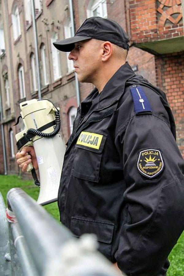 policja po wygranym meczu stali z falubazem  dwie, zdjęcie 11/30