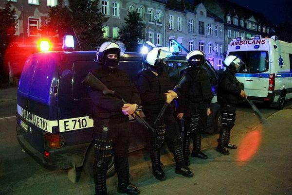 policja po wygranym meczu stali z falubazem  dwie, zdjęcie 16/30