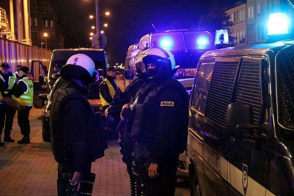 policja po wygranym meczu stali z falubazem  dwie, zdjęcie 18/30