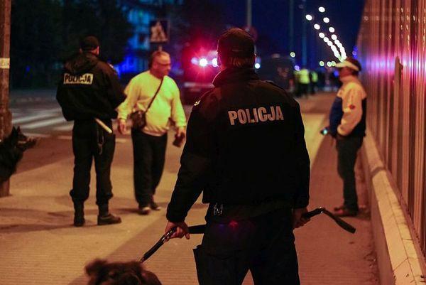 policja po wygranym meczu stali z falubazem  dwie, zdjęcie 21/30