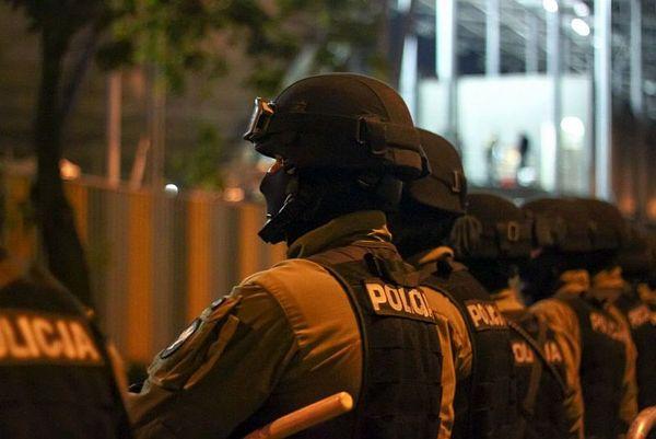 policja po wygranym meczu stali z falubazem  dwie, zdjęcie 24/30