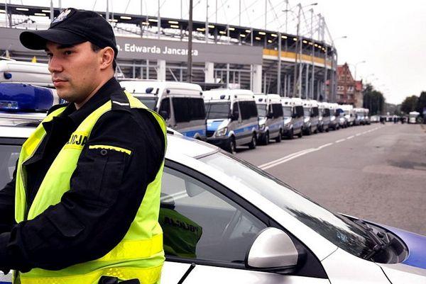 policja po wygranym meczu stali z falubazem  dwie, zdjęcie 26/30