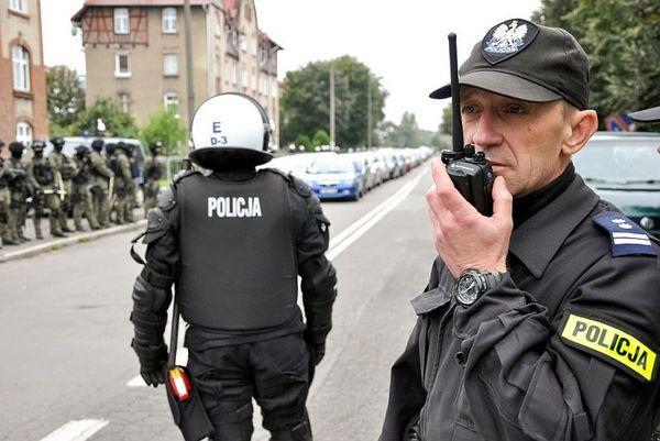 policja po wygranym meczu stali z falubazem  dwie, zdjęcie 28/30