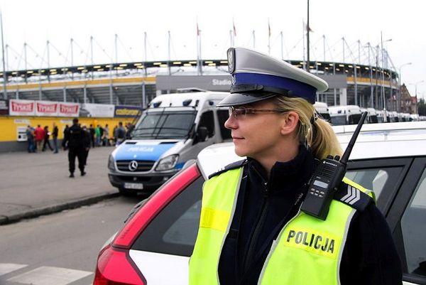 policja po wygranym meczu stali z falubazem  dwie, zdjęcie 30/30