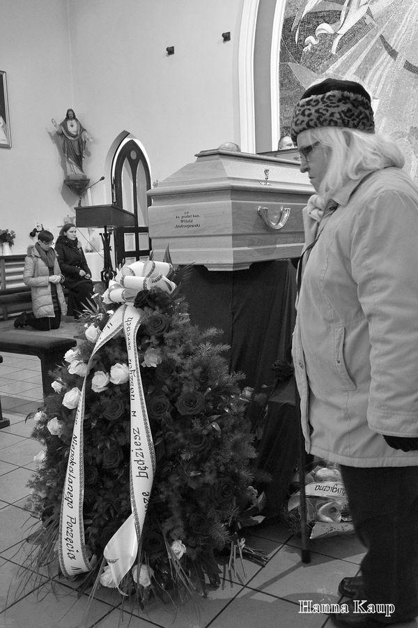 wierni zegnaja swojego duszpasterza, zdjęcie 14/32