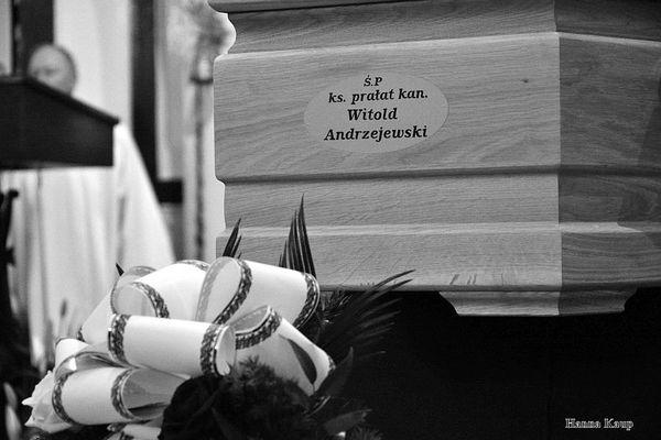 wierni zegnaja swojego duszpasterza, zdjęcie 16/32