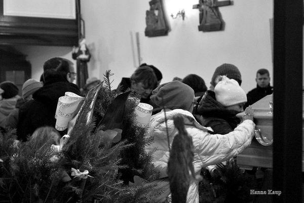 wierni zegnaja swojego duszpasterza, zdjęcie 20/32