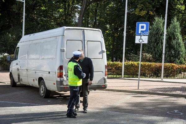 policjanci kontroluja a spoldzielnia gorczyn , zdjęcie 6/18