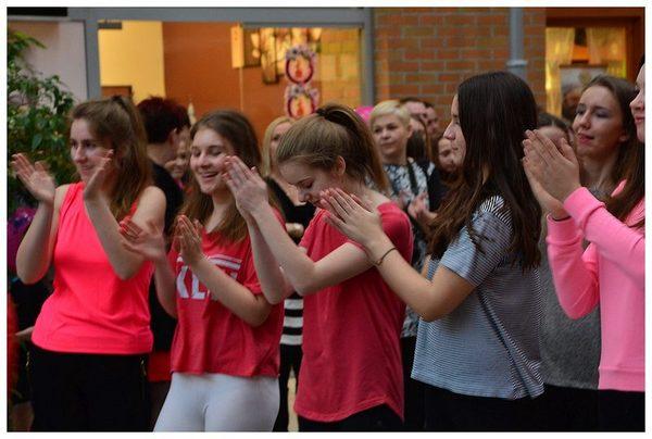 tancem pokazaly sprzeciw wobec przemocy, zdjęcie 4/40