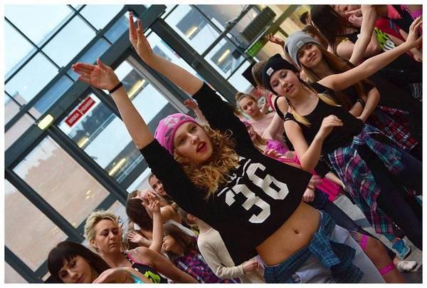 tancem pokazaly sprzeciw wobec przemocy, zdjęcie 11/40