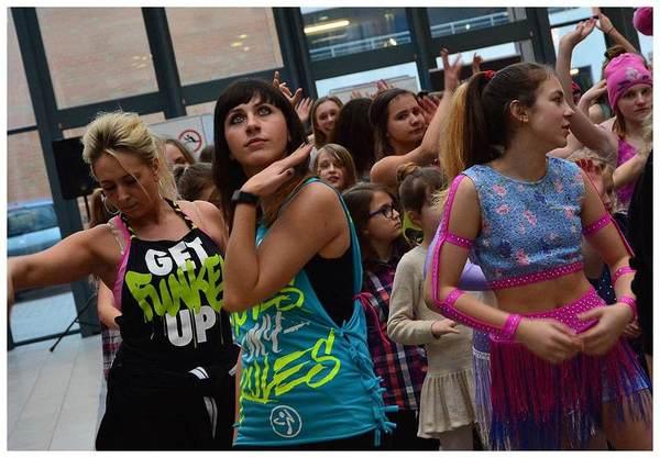 tancem pokazaly sprzeciw wobec przemocy, zdjęcie 13/40