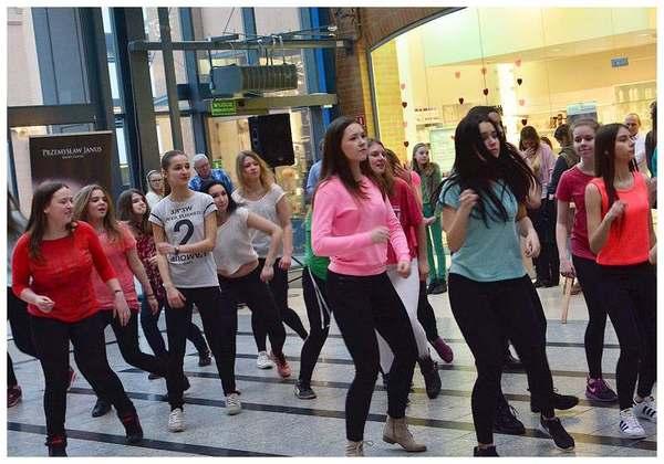 tancem pokazaly sprzeciw wobec przemocy, zdjęcie 16/40
