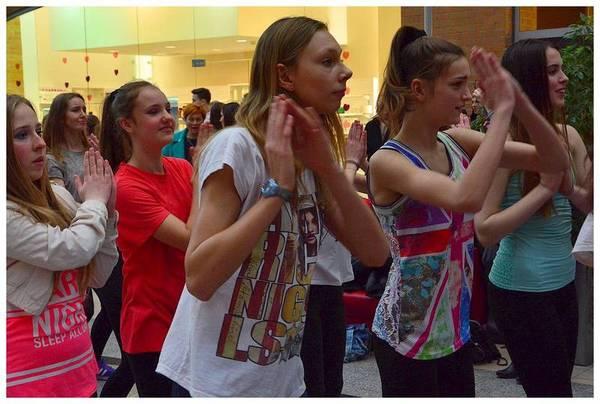 tancem pokazaly sprzeciw wobec przemocy, zdjęcie 27/40