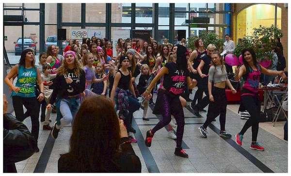 tancem pokazaly sprzeciw wobec przemocy, zdjęcie 29/40