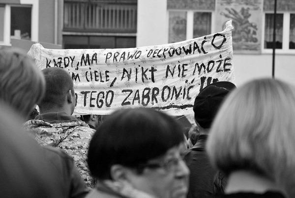 emocjonalny protest w czerni, zdjęcie 2/32