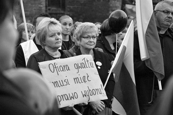 emocjonalny protest w czerni, zdjęcie 4/32