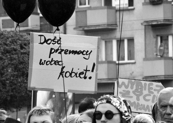 emocjonalny protest w czerni, zdjęcie 8/32