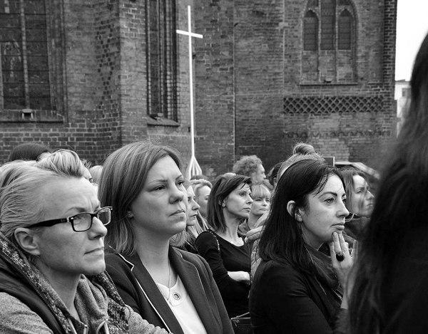 emocjonalny protest w czerni, zdjęcie 10/32
