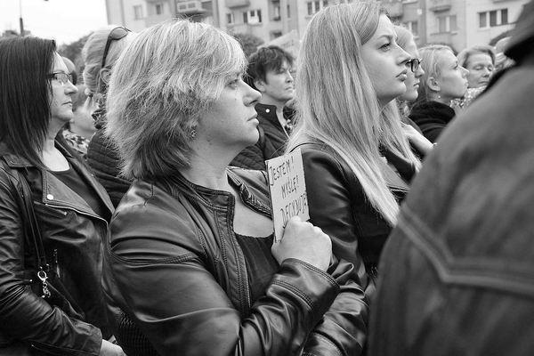 emocjonalny protest w czerni, zdjęcie 11/32