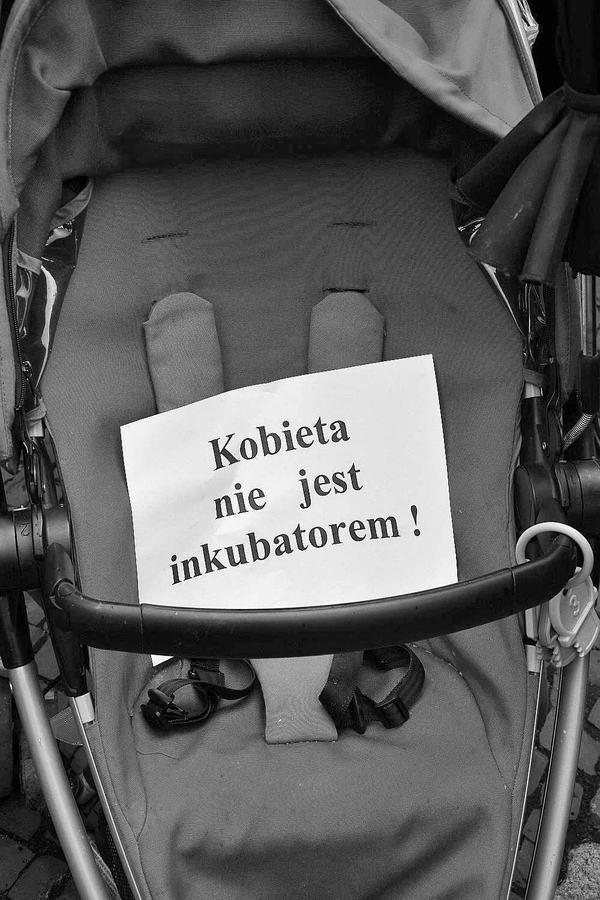 emocjonalny protest w czerni, zdjęcie 12/32