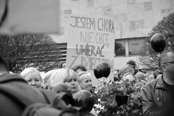 emocjonalny protest w czerni, zdjęcie 13/32
