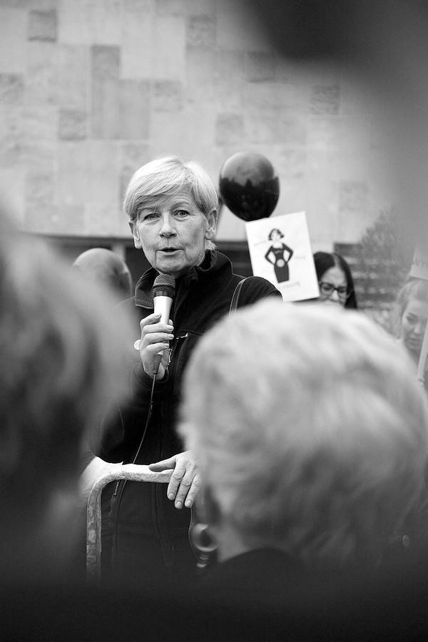 emocjonalny protest w czerni, zdjęcie 16/32