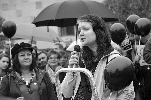 emocjonalny protest w czerni, zdjęcie 21/32