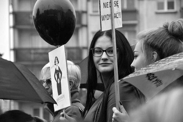 emocjonalny protest w czerni, zdjęcie 23/32