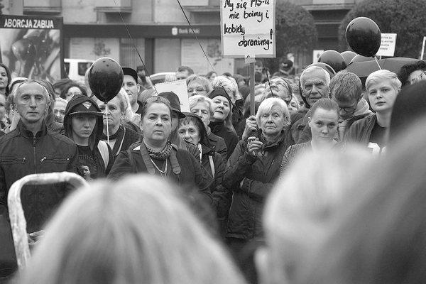 emocjonalny protest w czerni, zdjęcie 24/32