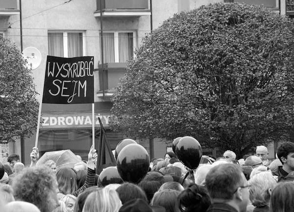 emocjonalny protest w czerni, zdjęcie 30/32