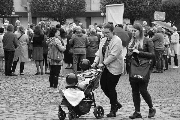 emocjonalny protest w czerni, zdjęcie 31/32
