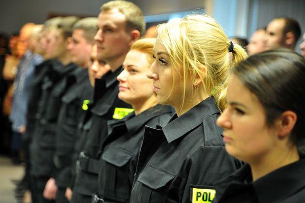 od nowego roku w policyjnym mundurze, zdjęcie 2/30